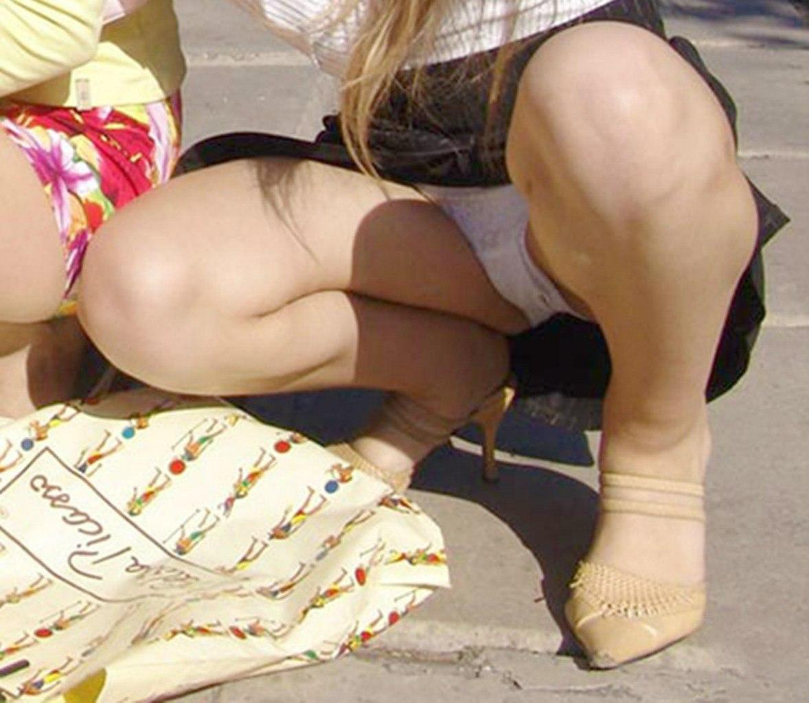 Попки в контакте из под юбки