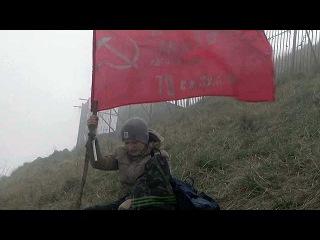 На самой высокой вершине Ставрополья - горе Бештау - установлена копия Знамени Победы.