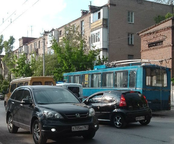 В Таганроге несколько минут назад на улице Свободы троллейбус насмерть сбил ребенка