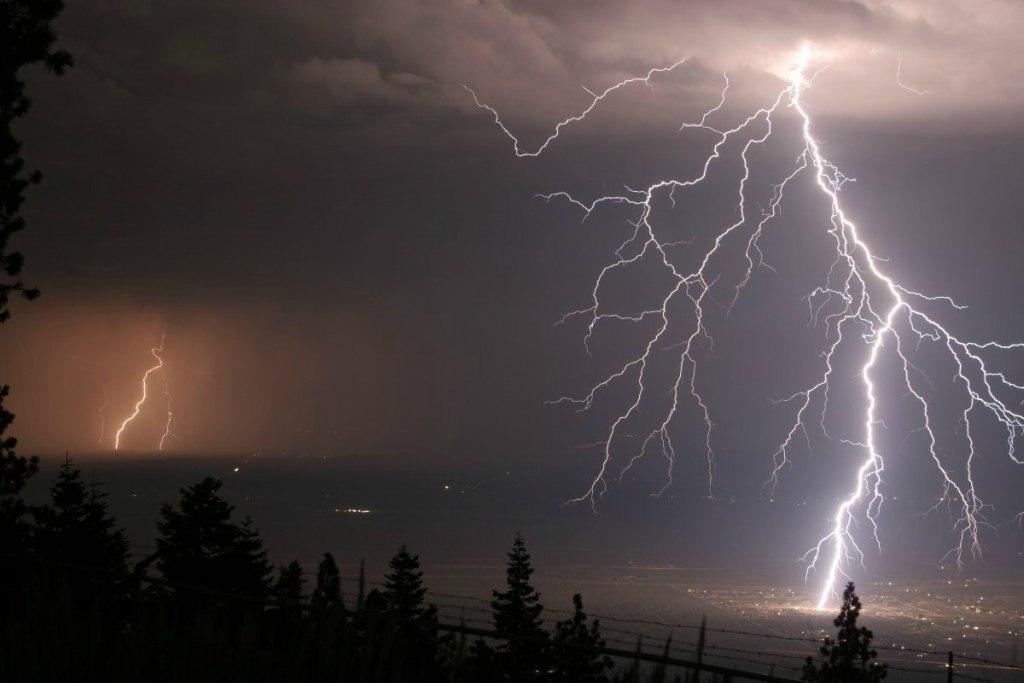 В Ростовской области мужчину ударила молния
