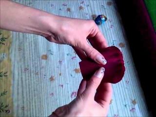 Бутоны роз из гофрированной бумаги и конфет  Квіти із цукерок