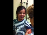 Необычная реакция девочки на прививку
