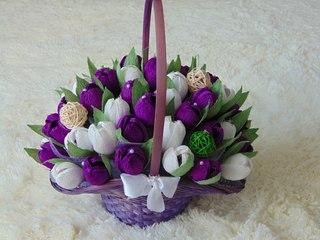 Из гофрированной бумаги корзинки с цветами