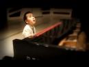 Слабовидящий мальчик сам пишет музыку и исполняет. Красавчик!