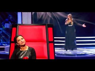 девушка под конец песни заставила судей хлопать стоя!