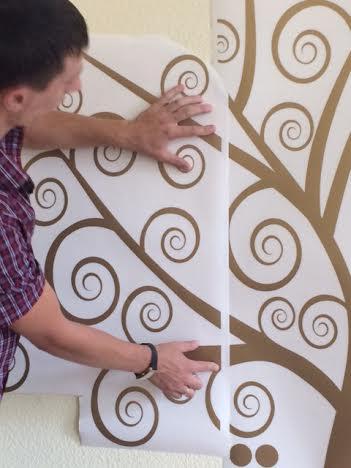 фото как клеить дерево на стену