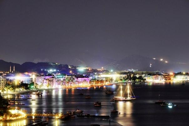 Ночной Мармарис, Турция. Автор фото: Юлия Добровольская ( Спокойной ночи!