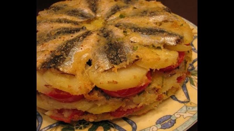 Запеканка с мелкой рыбой, картошкой и помидорами
