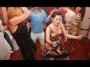 Пьяная девушка смешно танцует. Прикол!