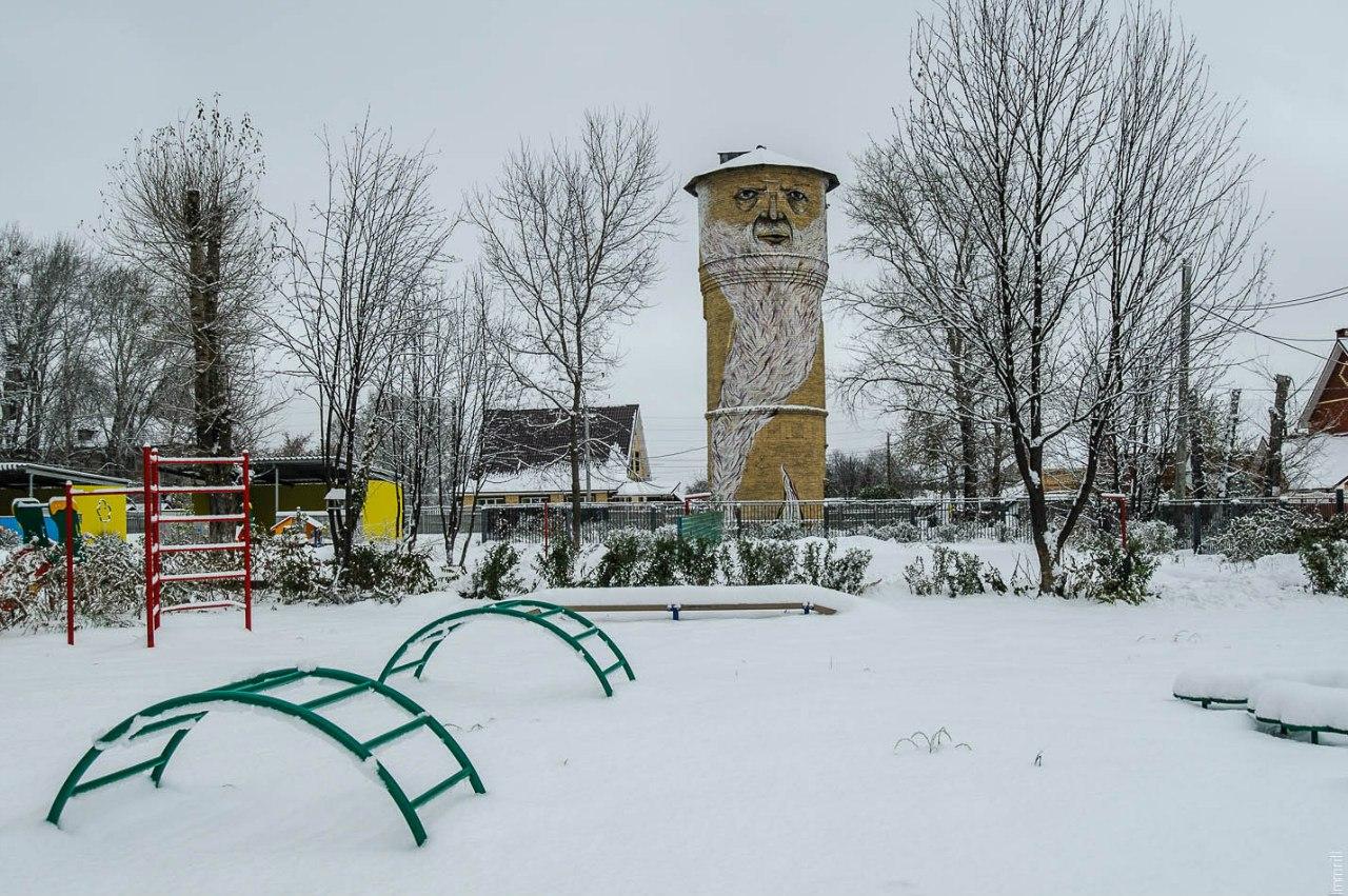 Суровая водонапорная башня в Култаево
