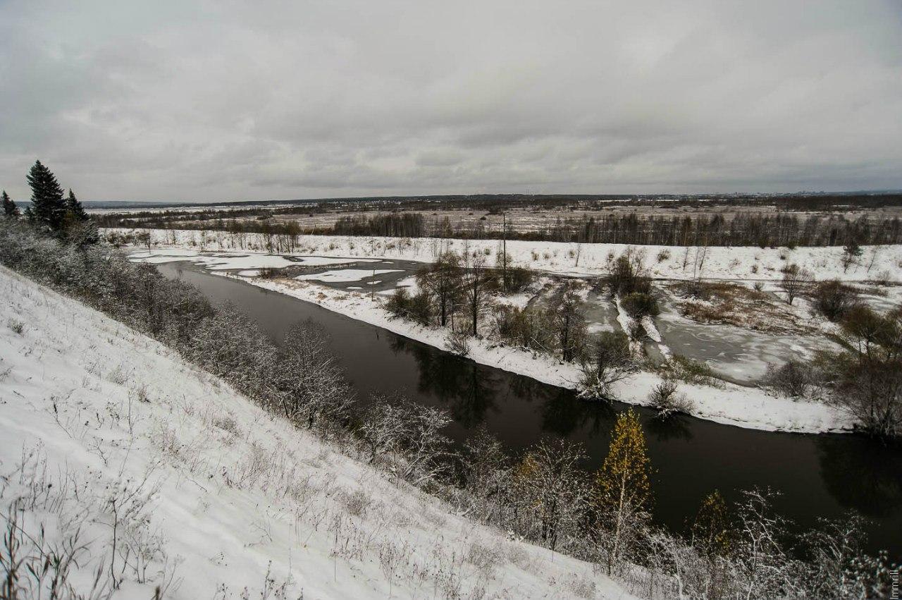 Река Нижняя Мулянка, за ней Красавинское болото