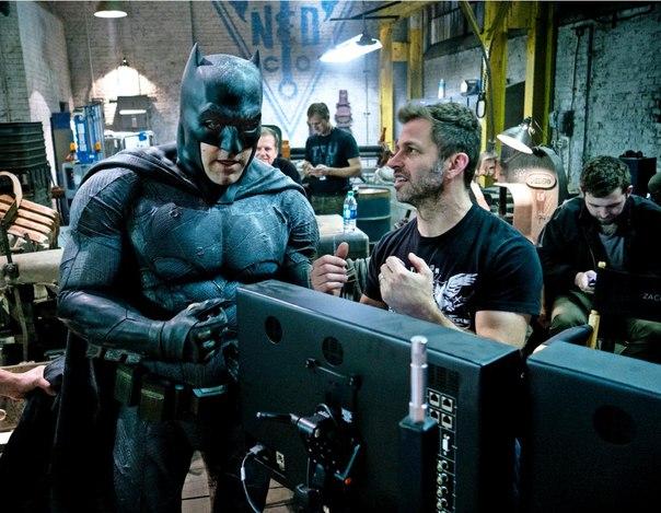 Студия Warner Bros. отложила релизы двух картин Бена Аффлека, запланированных на следующие два года - его режиссерский проект «Ночная жизнь» и «Аудитор» Гэвина О'Коннора, в котором компанию актеру составят Анна Кендрик и Дж.К. Симмонс.