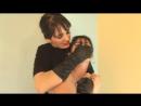 Сексуальная Юлия Дорош  в  чёрных перчатках душит лезбиянку