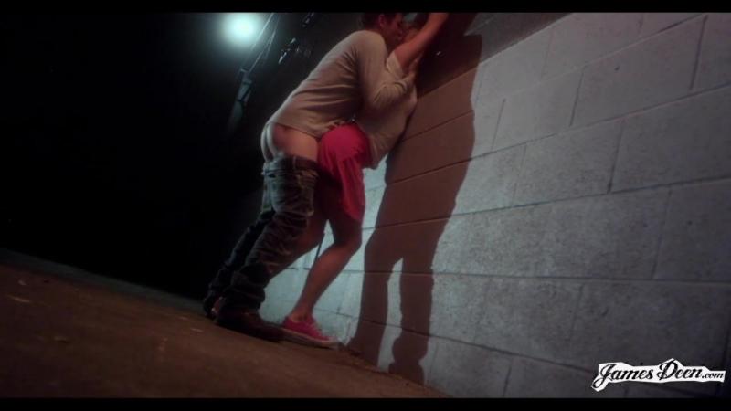 Секс видео в переулке