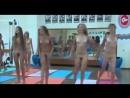 Юные нудистки в спортзале.
