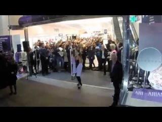Презентация «Ari» в магазине «Boots» в Лондоне. (4.11.2015)
