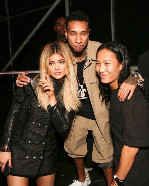Кайли Дженнер и Tyga на модном показе Alexander Wang в рамках Недели моды в Нью-...