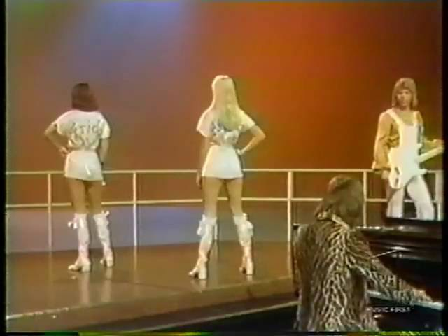 Agnetha turning her back to the Camera