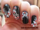 Черно-белый рисунок на ногтях иголкой