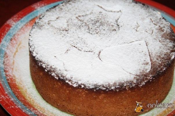 Простой бисквит с апельсиновой цедрой Простой бисквит с апельсиновой цедрой - прекрасное дополнение к чашечке чая или кофе. Простой, но очень вкусный и ароматный, такой бисквит можно приготовить и на праздник, допустим, на Рождество, ведь у него такой праздничный апельсиново-ванильный аромат... устоять просто невозможно! Прослоите бисквит кремом и получится отличный торт... но мы слопали просто так!