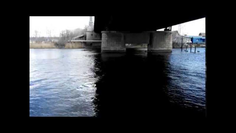 Под центральным мостом.