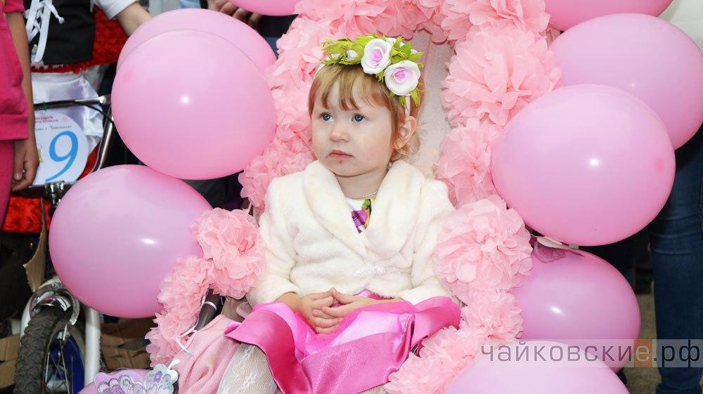 парад колясок, принцессА, шарики на коляске