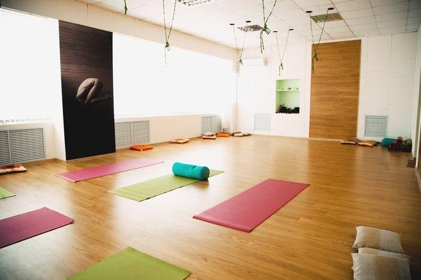 """Студия йоги в Орле """"Yoga Практика"""", будет рада видеть Вас по новому адресу, Наугорское шоссе, 5, «Центр Наугорский», проходная № 2, 2 этаж."""