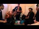 Цыган на зоне красиво поет под гитару