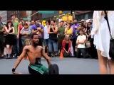 Невероятный танец уличного танцора в New York