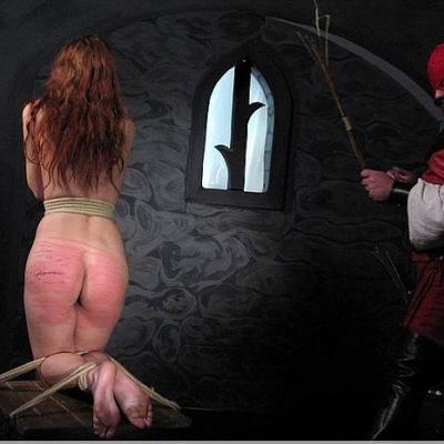 Порка жены по заднице видео, между больших сисек прямо в рот