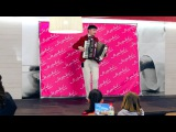 Выступление Олега Валуева аккордеон в Универмаге «Муравей» на пр. Ленина
