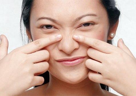 щеточка для чистки пор и черных точек на носу