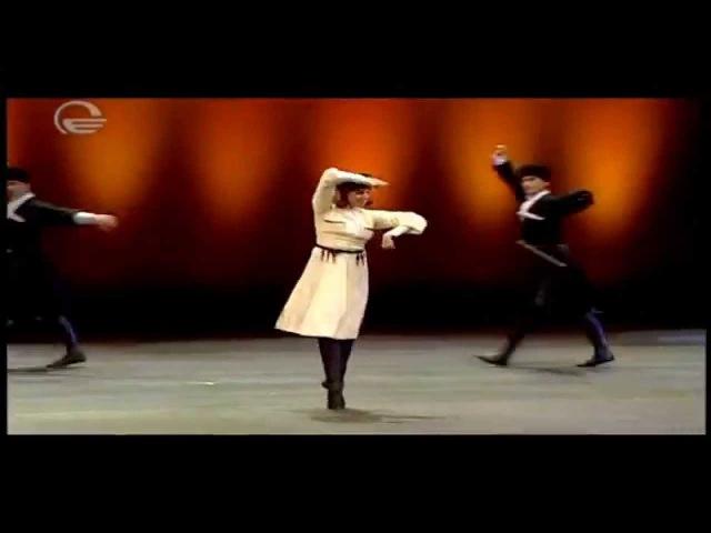 Балерина танцует лезгинку Нино Ананиашвили и Грузинский национальный балет Сухишвили