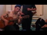 Цыган играет на гитаре (Журавли улетели) (Low)