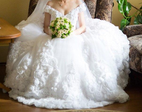 Дівчатка, продам авторську вишукану весільну