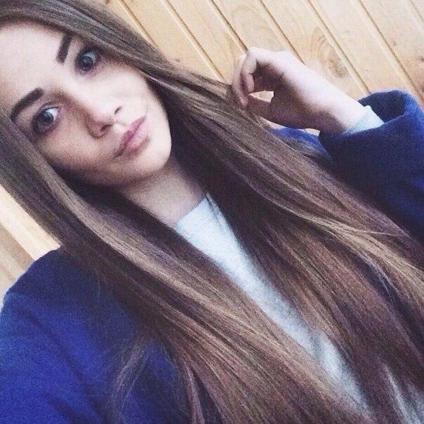 Волосатые женские фото одной красивой девушки брюнетки