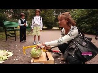 Россия. Москвичи рубят топором иностранную капусту