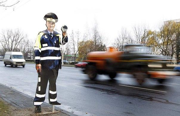 Шымкентте қатырмадан жасалған полицей жүргізушілердің үрейін ұшырды