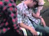 Прикол над спящим пьяным выпустили из катапульты