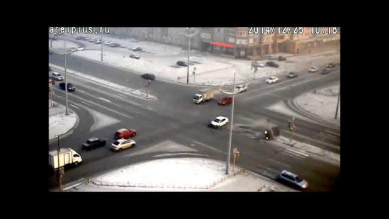 Жёсткая авария на перекрёстке