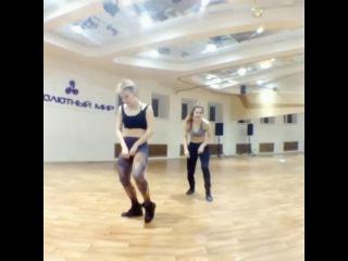 "ALENA GUMENNAYA on Instagram: ""Dancehall step DEFEND MI SEH! DASH DASH!!! Learn #Defendmiseh by  #blackeagles  Dancers #allfruitsripegyalscrew #crazysistazz #alena&arisha…"""