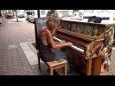 Бездомный красиво играет на пианино (флорида. сша) 04.07.2015