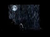 Боже! До чего же потрясающий танец под дождем