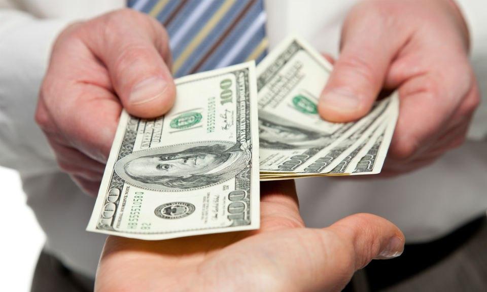 Должники по кредитам