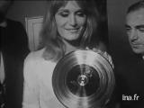 Dalida ♫ Recoit un disque de platine ♪ 17/09/1964