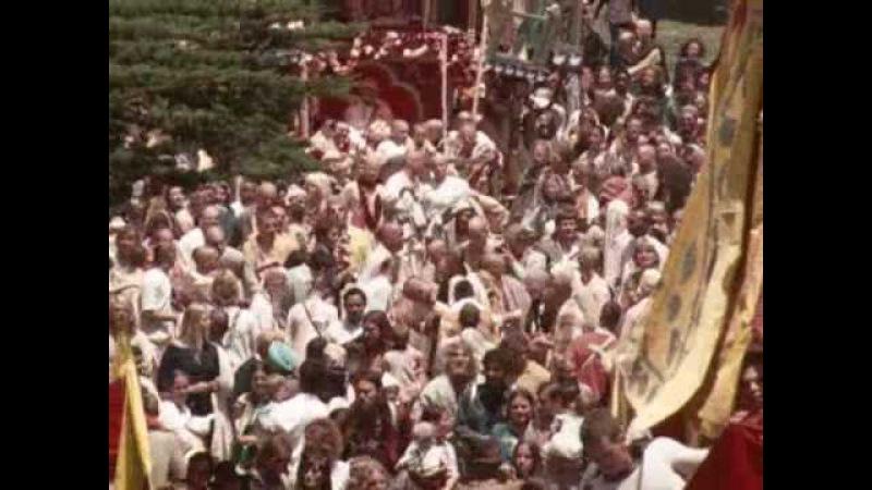 Kirtan being led by Visnujana Swami