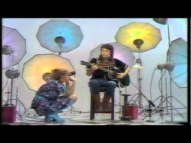Paul McCartney - [Medley] Blackbird/Bluebird/Michelle/Heart Of The Country [Acoustic] [High Quality]