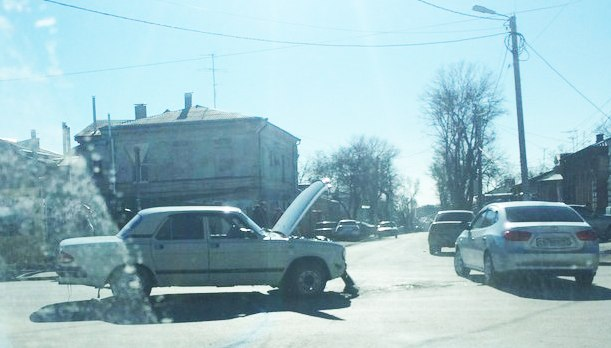 ДТП в центре Таганрога: «Волга» столкнулась с Lada Priora