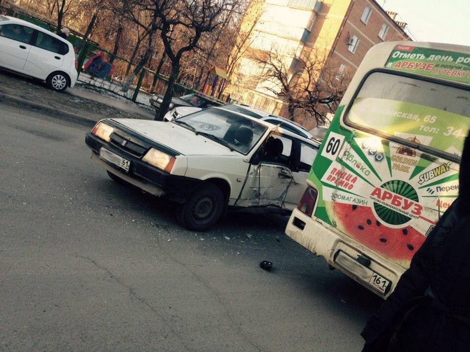 Автоледи на «ВАЗ-2109» спровоцировала ДТП с маршруткой №50