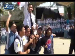 Video Heboh Seorang Pelajar Yang Mirip Jokowi Diarak Keliling Halaman Sekolah